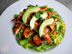 salad, clean eating, clean eating tips, healthy eating party tips, how to eat healthy at a restaurant