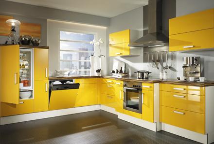 Um ap para dois arm rios cozinha colorida - Decoracion cocinas alargadas ...