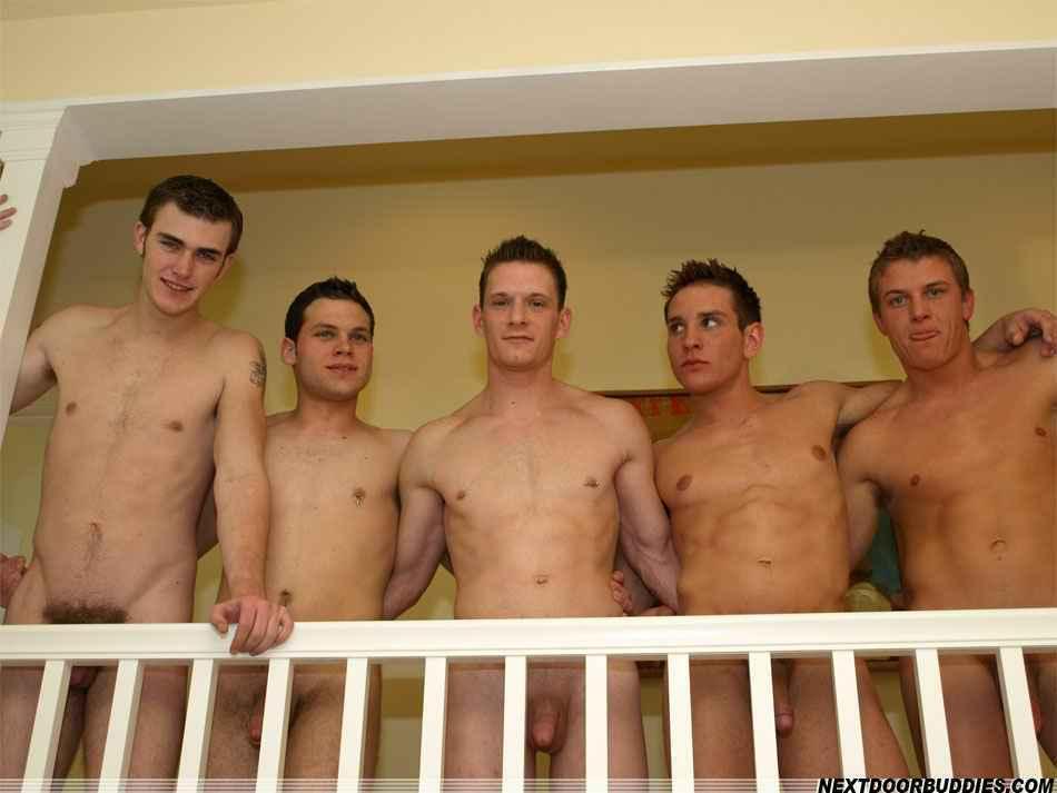 Adolescentes Desnuda En La Cama Juntos - Stock Foto