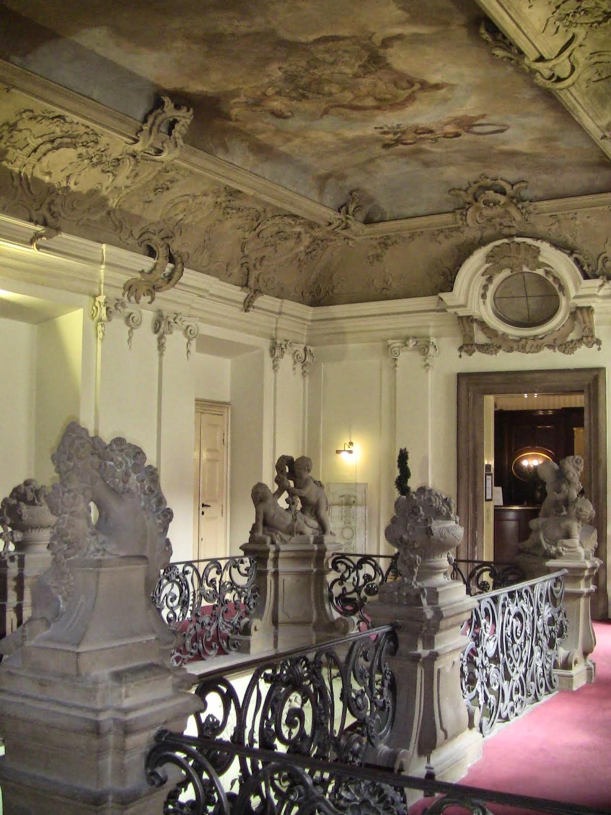 montée d'escalier du palais Savarin