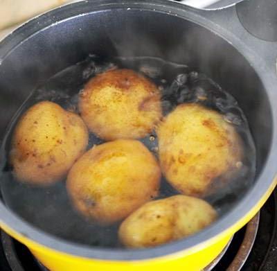 Vietnamese Food - Khoai Tây Nướng Nhồi Xúc Xích