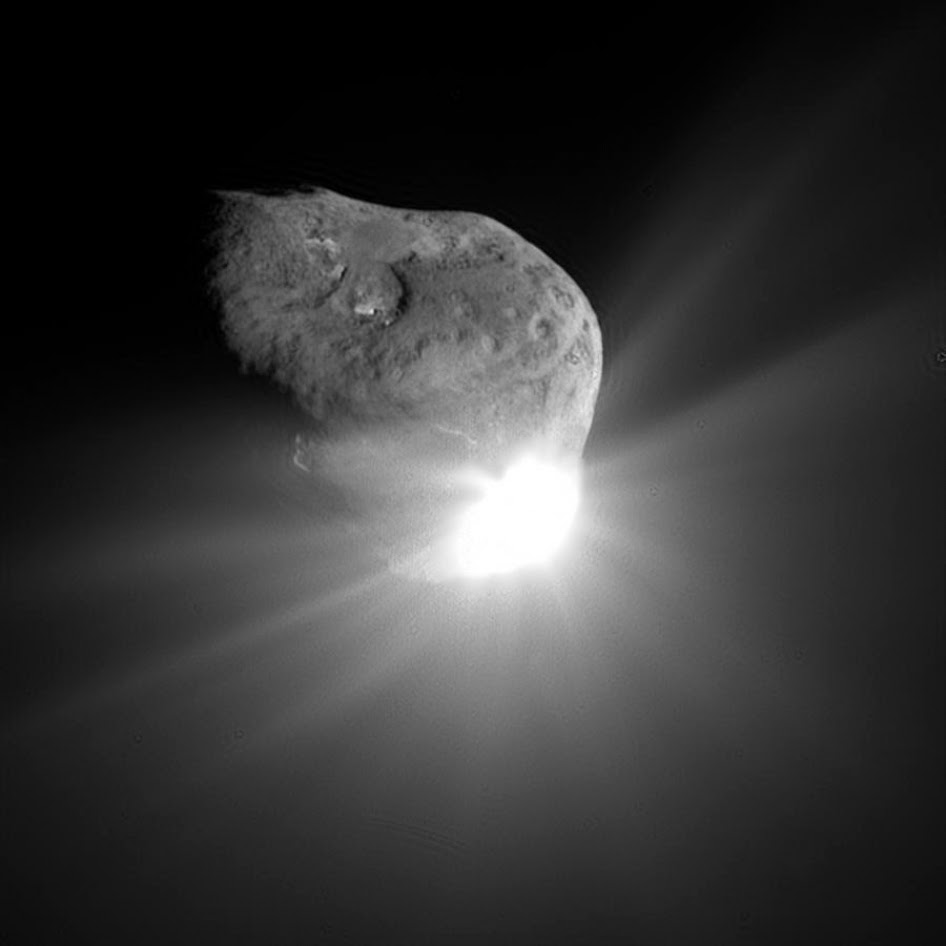 Photograph of comet Tempel-1 taken by the Deep Impact flyby spacecraft, 67 seconds after the impactor made contact with the surface.
