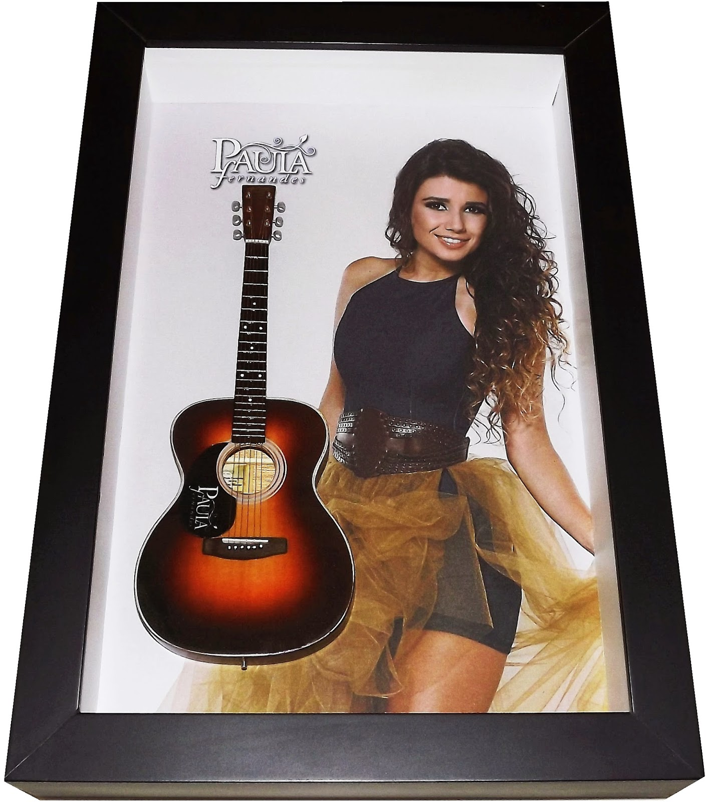 mini violão Paula Fernandes