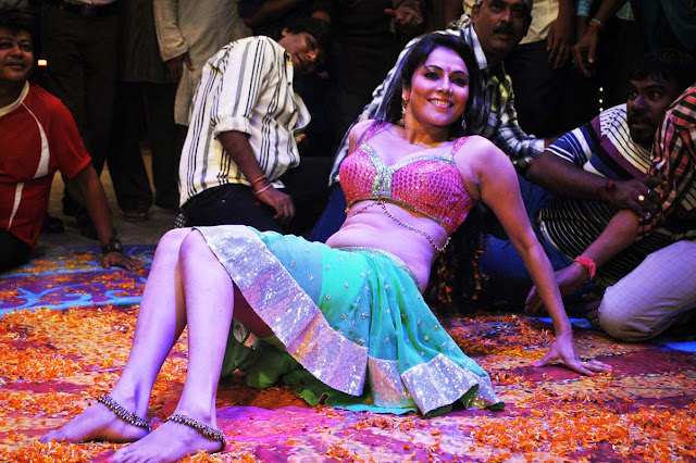 Hot Item Girl Nikitha Rawal Navel Photos