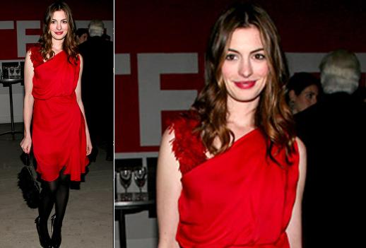 Красное платье и русые волосы