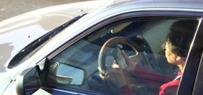 SMS saat mengemudi