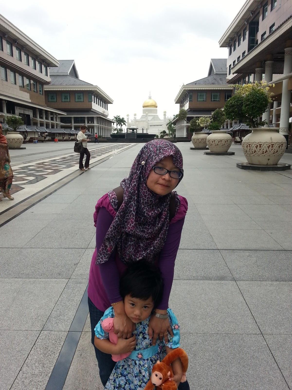 http://www.khairunnisahamdan.com/2015/03/trip-to-bruneikompleks-yayasan-sultan.html