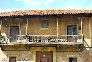 Cenera, palacio abajo