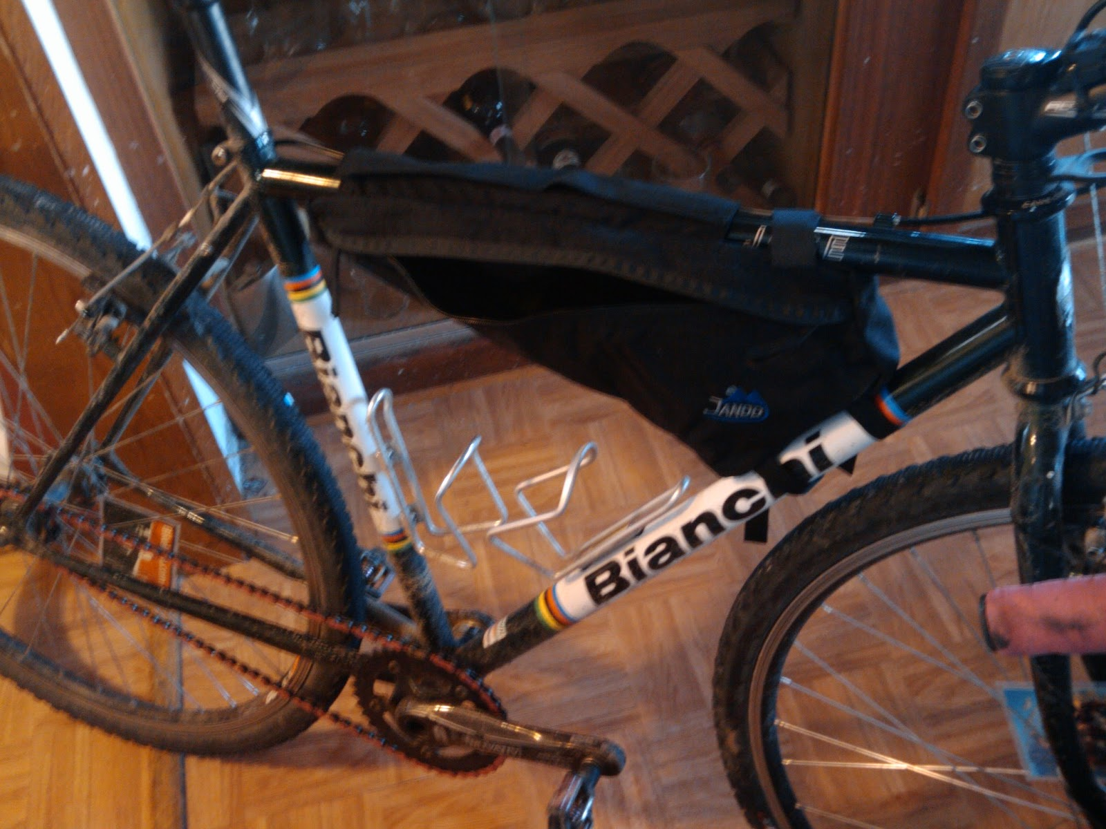 cycling-obsession: Jandd Frame Pack Review
