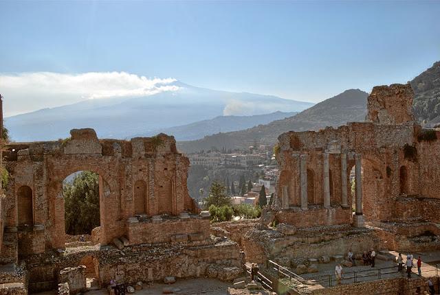 File:Taormina BW 2012-10-05 16-15-42.jpg