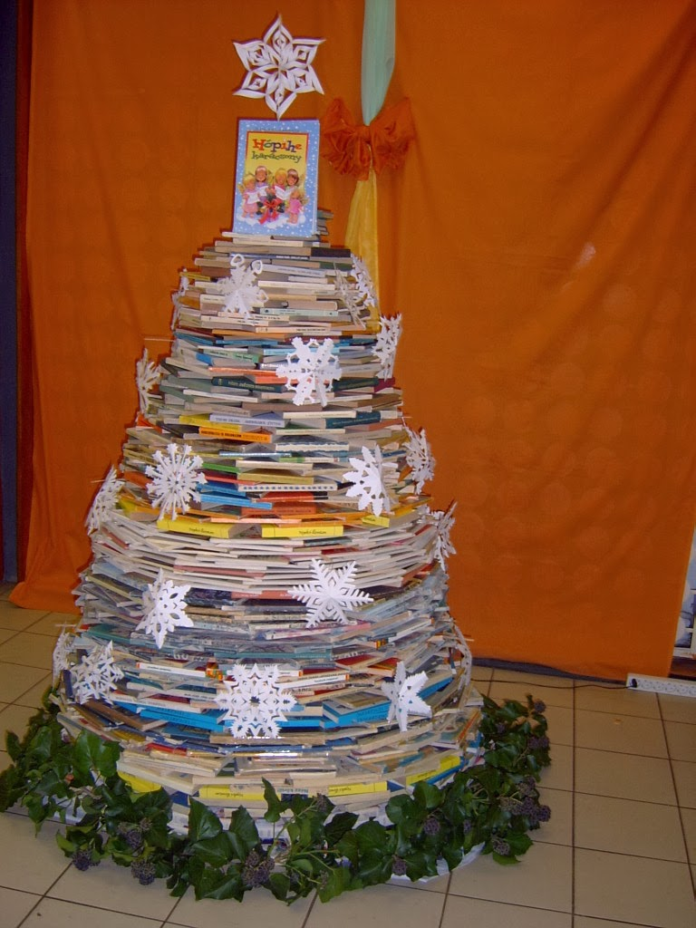 Könyves karácsonyfa