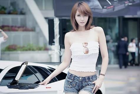 Mỹ nữ Hàn sành điệu bên Lamborghini Murcielago
