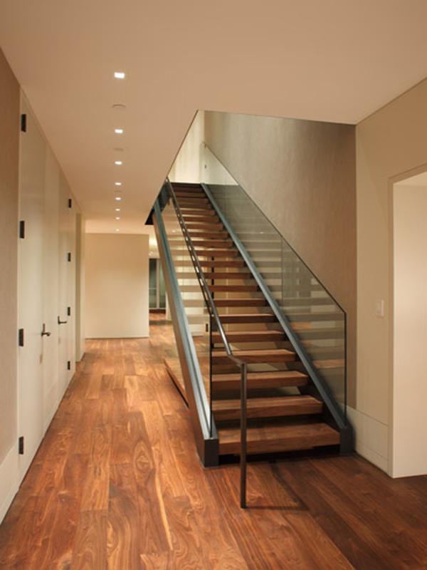 escaleras en interiores minimalistas