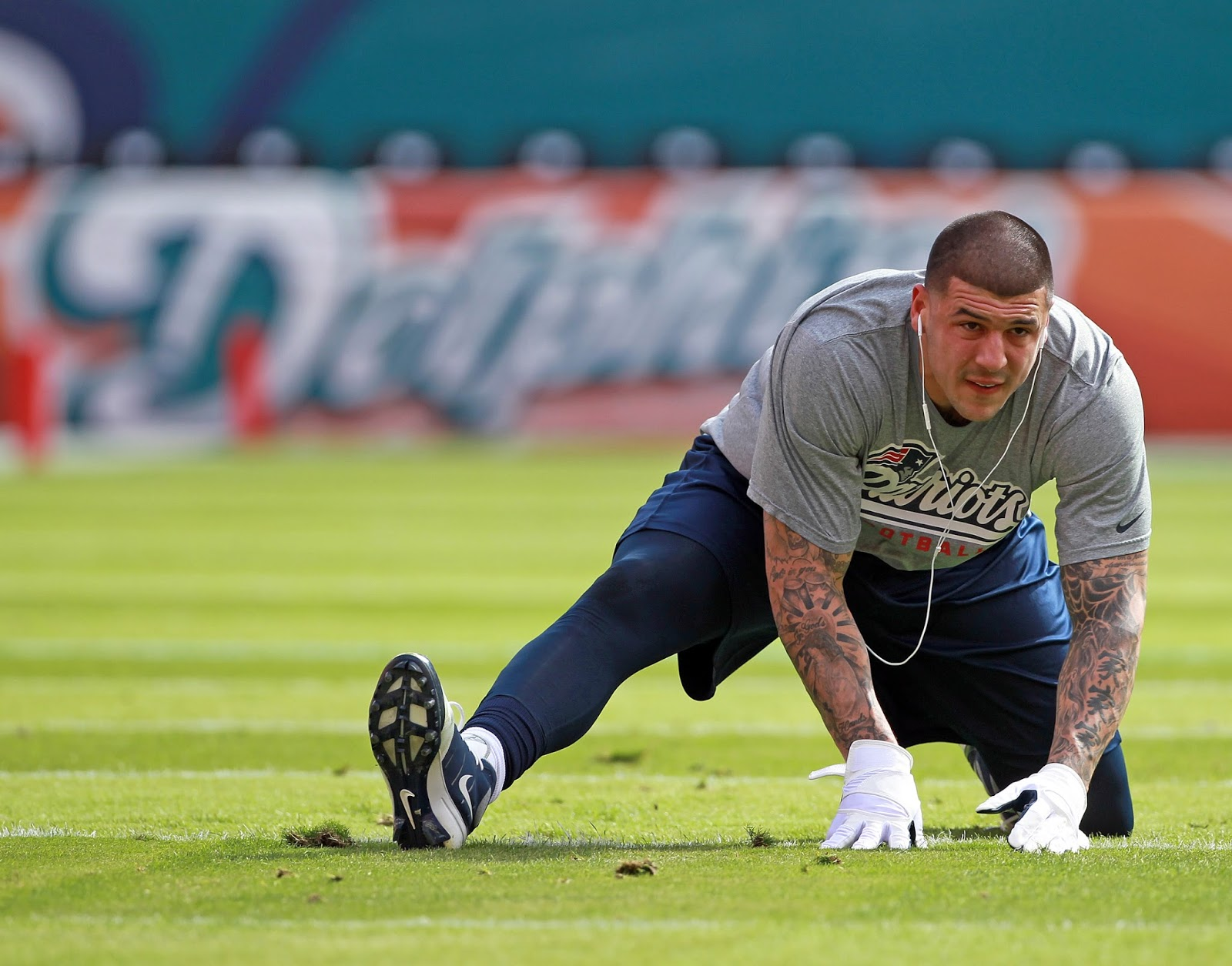 aaron hernandez paper New england patriots' star' alleged destruction of a cellphone is part of a murder  investigation.
