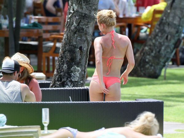 Bikini bent over hayden panettiere