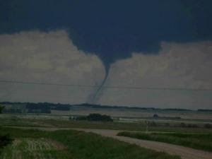 Saskatchewan_tornado_image_recent_natural_disasters