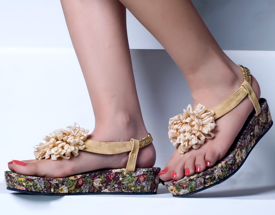 9c144486494f Metro Shoes Collection 2013 For Ladies