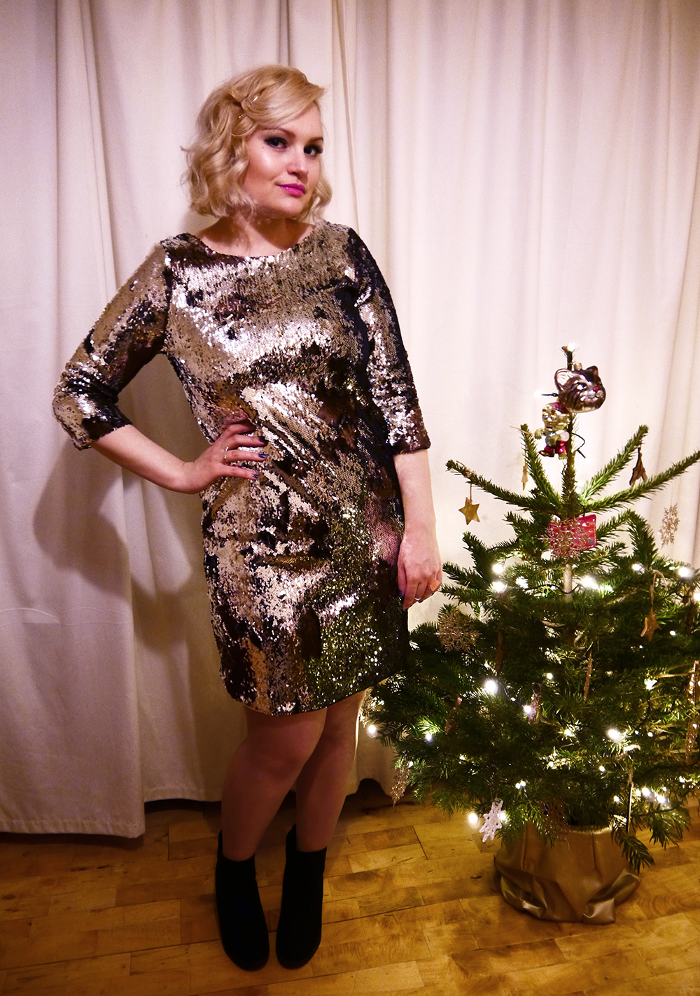 New Years Eve, party outfit, silver sequin dress, sequin mini dress, Scottish blogger, Christmas outfit, winter lighting, how to wear sequins, Christmas look, Fearne Cotton hair, plus size UK blogger Kimberley Grahame