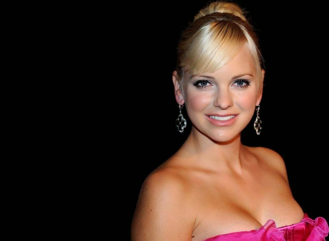 Anna Faris Wallpapers Free Download