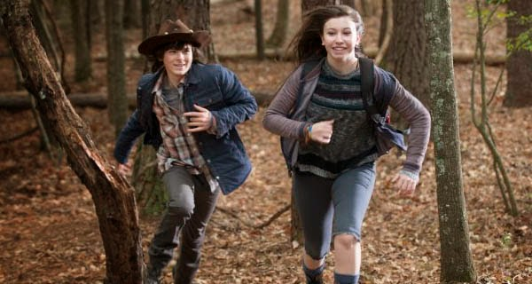 Carl y Enid en The Walking Dead 5x15 - Try