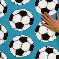 Suunnittelemani turkoosi jalkapallo-trikoo