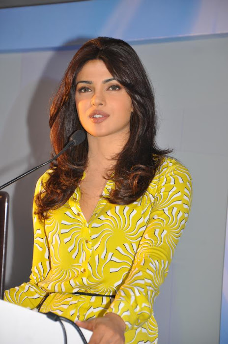 priyanka chopra launches samsung electronics actress pics