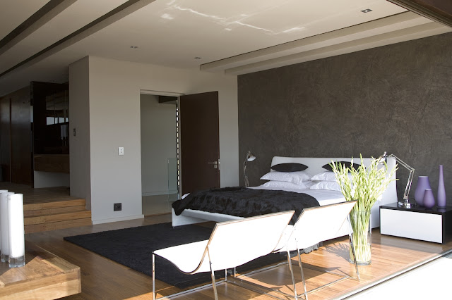 Modern bedroom in the Serengeti House by Nico van der Meulen Architects
