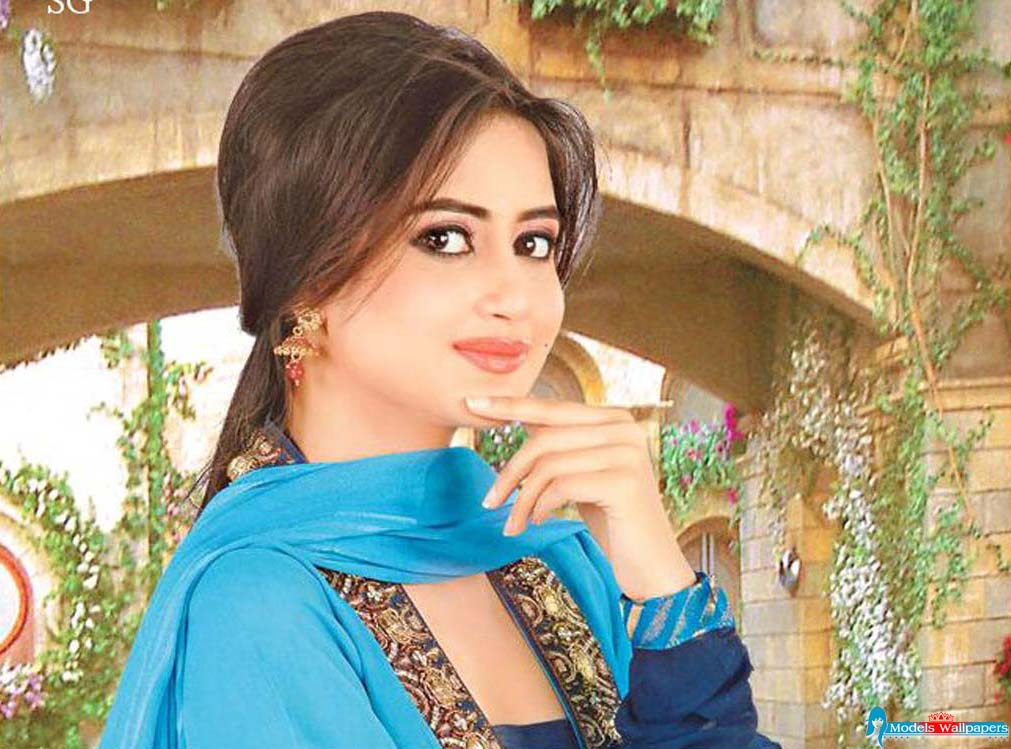 Models Accessories Sajal Ali Model And Actress