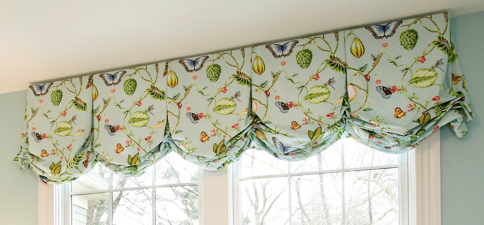 Balloon curtains for kitchen