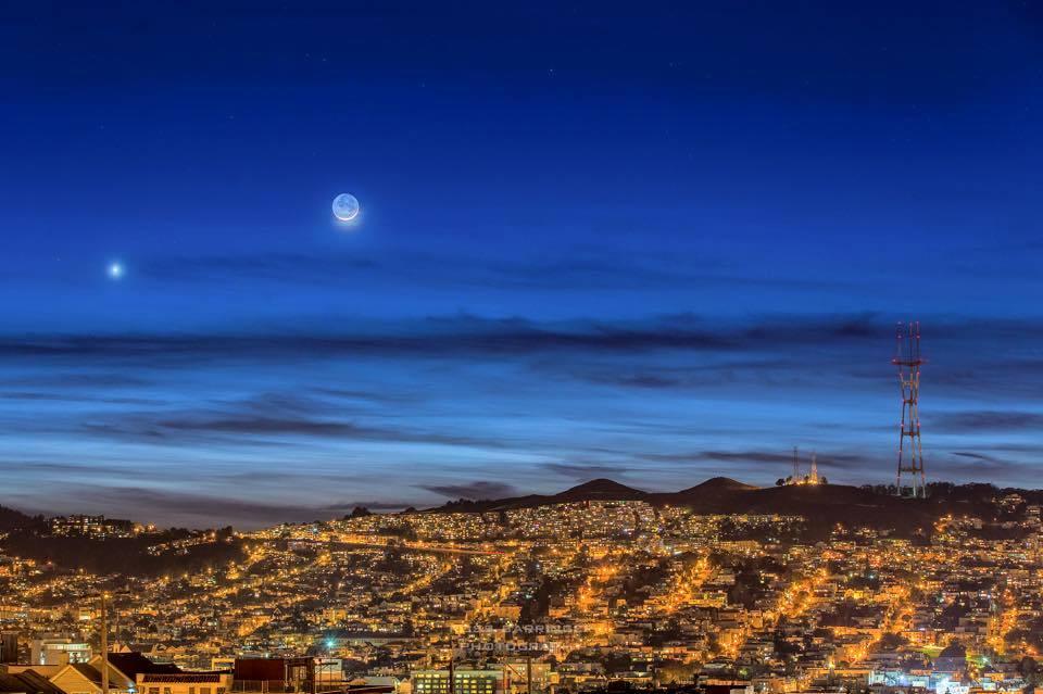 Hành tinh Kim và trăng non đầu tháng Chạp trên bầu trời Twin Peaks ở San Francisco ngày 21 tháng 1 vừa qua bởi tác giả Ross Barringer.