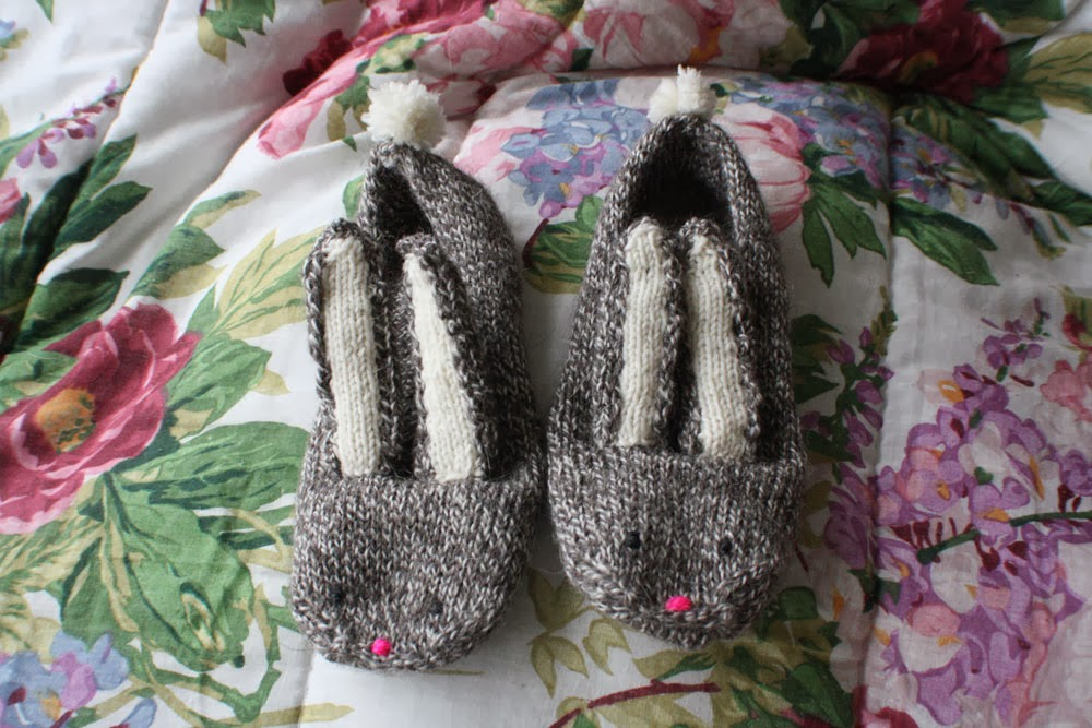 KNITTED BUNNY SLIPPERS - FLAT 3/6