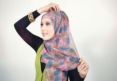 Cara Memakai Jilbab Pashmina Chiffon Bunga Mempesona