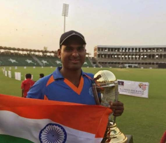 Indian Disabled Cricket star Imran Sheikh sells kachoris to make a living