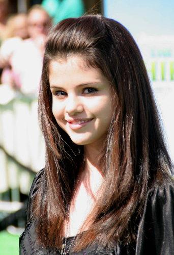selena gomez hairstyles bob. Selena Gomez HairStyles