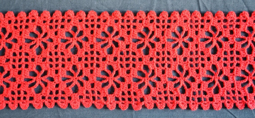 Crochet Stitches With No Holes : crochet scarf has such an easy pattern: portable, easily memorised, no ...