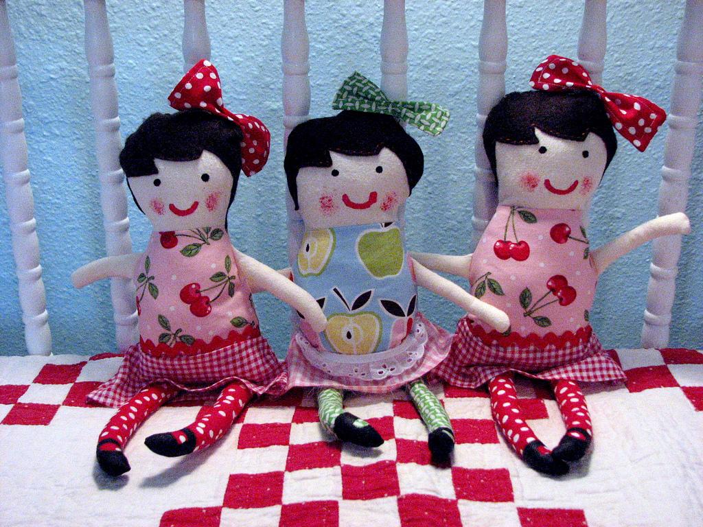 http://2.bp.blogspot.com/-kbSbal44yk8/T428CjRIkcI/AAAAAAAAADs/yLSHn4ABTMU/s1600/Custom-Toys-Craft-Dolls-Wallpaper-22.jpg