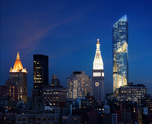 Photo of New York skyline and new tower at night