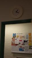 de klok in de wachtkamer