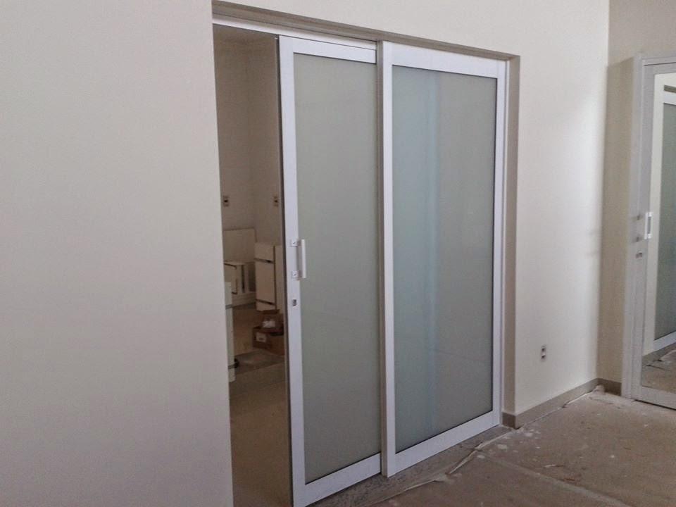 Puertas De Aluminio Para Baño Corredizas:PUERTA DE ALUMINIO, VIDRIO ESMERILADO