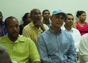 LOS DESTACADOS COMUNICADORES VICTOR PIMENTEL, FRANK SANCHEZ Y CESAR CARRION, EN ACTO LIBRO