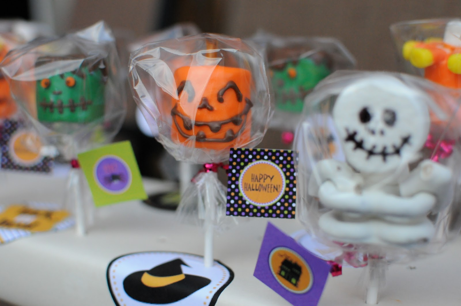 Sweet make me smile halloween treats marshmallow pops for Halloween treats to make with kids