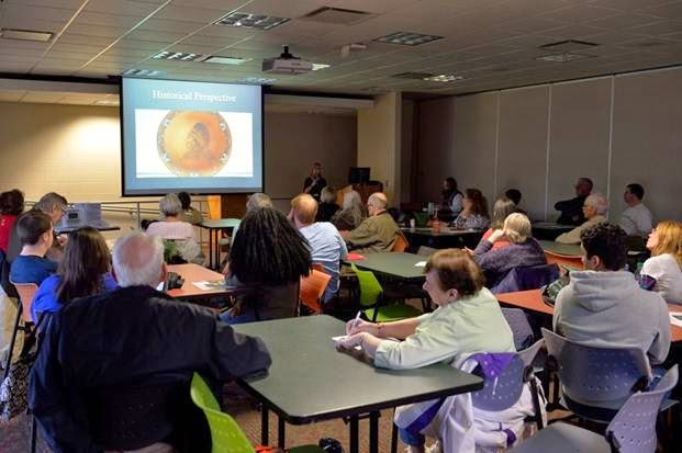 Dr. Christine Ballengee-Morris lecturing on Contemporary American Indian Arts: Including Earthworks. Image Courtesy of Timothy E. Black, DMIN Photography.