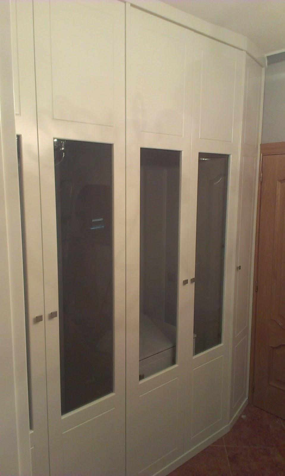 Muebles a medida armario de esquina lacado en blanco con - Armarios empotrados en esquina ...