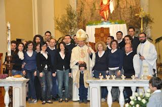 """Il coro """"Beato Francesco da Durazzo"""" con mons. Pisanello - proprietà del coro"""