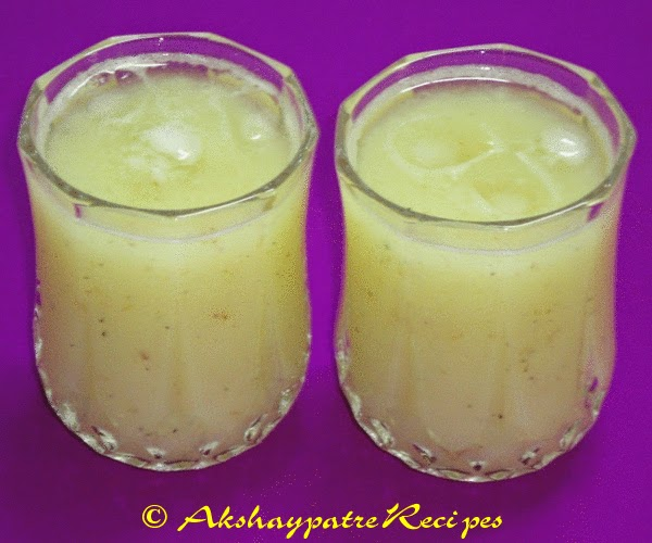 serve mango panna in glasses