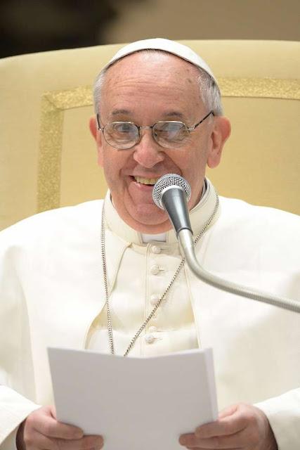Papież uśmiecha przemówienie