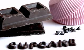 cupcake al cioccolato fondente, cioccolato bianco e un pizzico di cannella