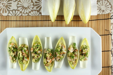 Endive Mango and Avocado Cups with Peanut Chicken | We Olive To Eat