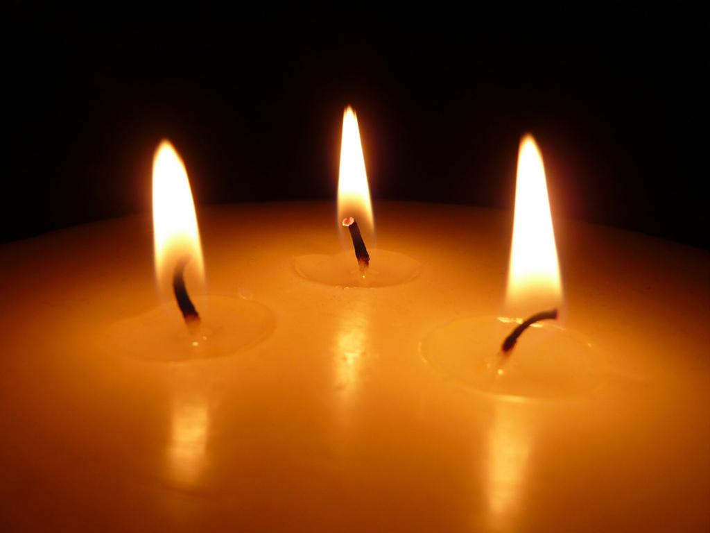 Resultado de imagem para imagens conversa entre três velas