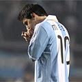 En el partido inaugural de la Copa América Argentina 2011, Sergio Kun Agüero salvó a Argentina. El fútbol de Messi no apareció en todo el partido.